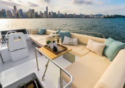 42 Azimut yacht flybridge sunpads