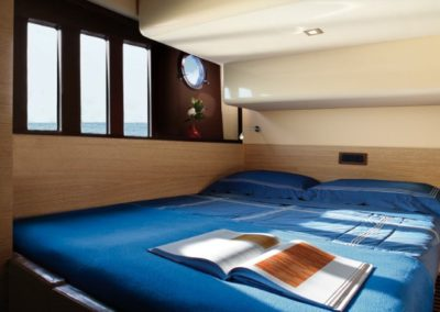48 Azimut yacht guest double bed cabin