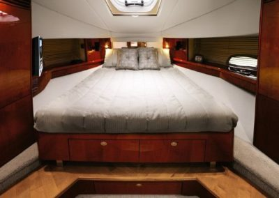 48 Searay yacht master cabin
