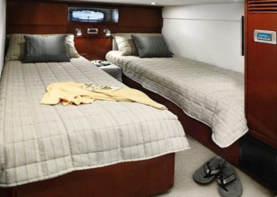 48 Searay yacht twin beds cabin