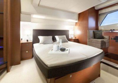 50 Prestige yacht master cabin