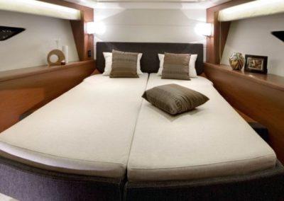 50 Prestige yacht guest cabin