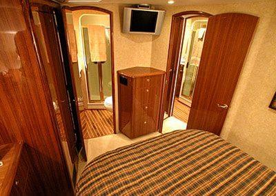 52 Viking sportfish yacht guest cabin