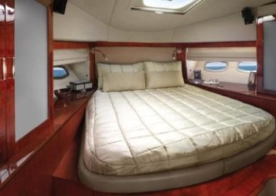 54 Searay yacht master cabin