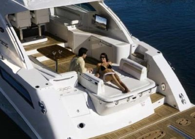 54 Searay yacht aft deck sunpads