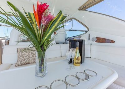 54 Searay chartrer yacht deck seating
