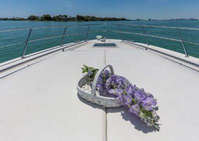54 Searay yacht bow sunpads