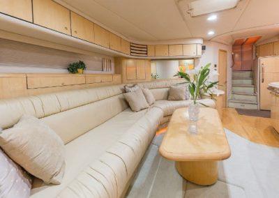 54 Searay yacht salon dining