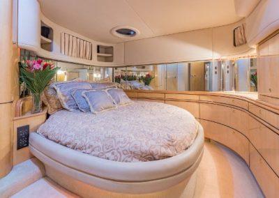54 Searay yacht master cabin