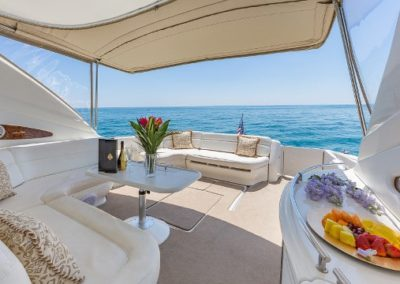 54 Searay yacht aft deck dining