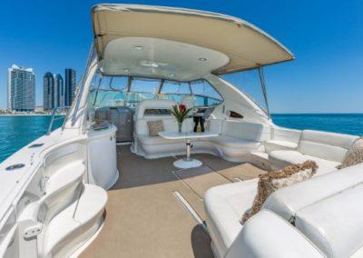 54 Searay yacht aft deck