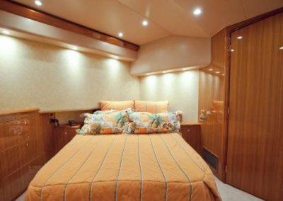 55 Viking sportfish yacht master cabin