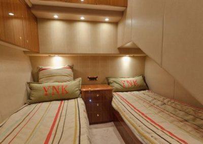 55 Viking sportfish yacht twin beds cabin