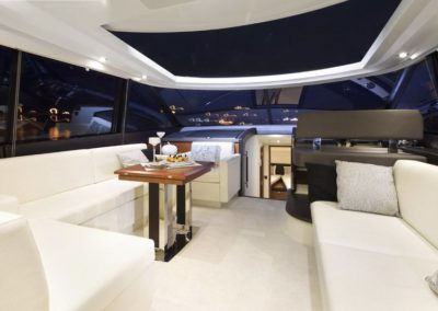 56 Prestige yacht salon
