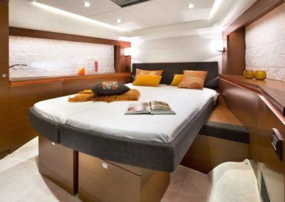 56 Prestige yacht guest cabin
