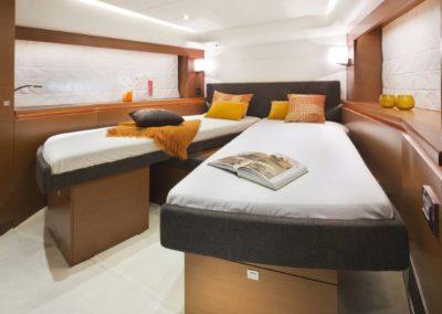 56 Prestige yacht twin beds cabin