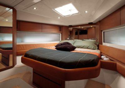 58 Azimut yacht master cabin