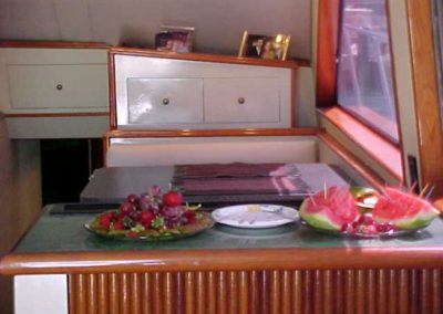 60 Hatteras sportfish yacht dining