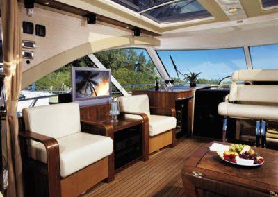60 Searay yacht salon TV