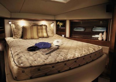 60 Searay yacht master cabin