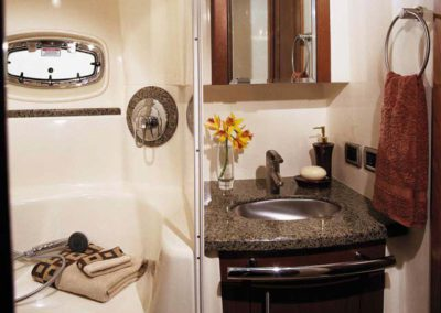 60 Searay yacht bathroom and shower