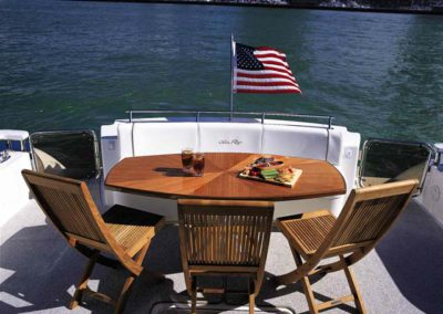 60 Searay yacht aft deck dining