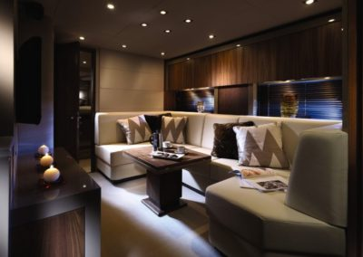 60 Sunseeker yacht salon