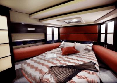 62 Azimut yacht master cabin