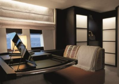 62 Azimut yacht master cabin night desk