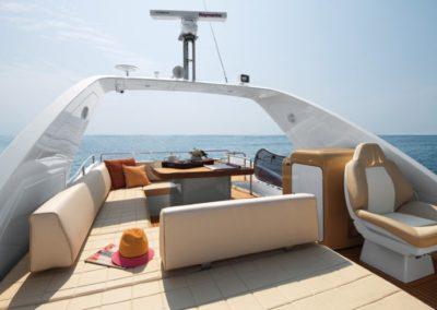 64 Azimut yacht flybridge sunpads
