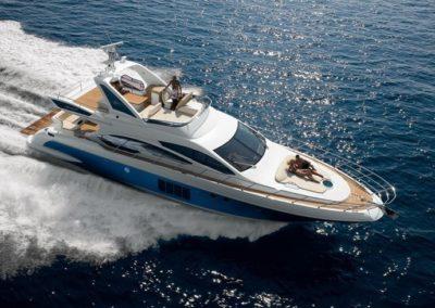 64 Azimut yacht cruising in Miami