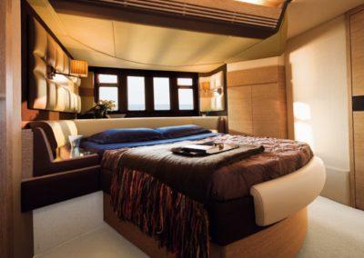 64 Azimut yacht master cabin