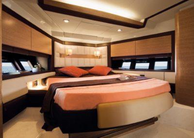 64 Azimut yacht guest cabin