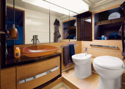 64 Azimut yacht master bathroom