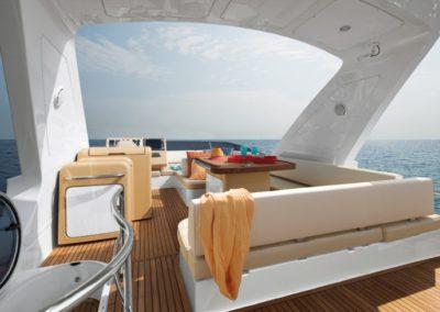 64 Azimut yacht flybridge
