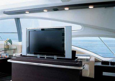 68 Azimut yacht salon TV