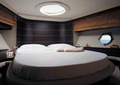 68 Azimut yacht master cabin