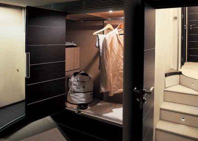 68 Azimut yacht master bedroom closet