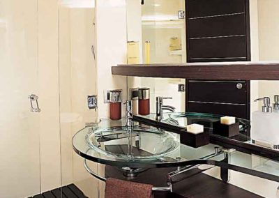 68 Azimut yacht master bathroom
