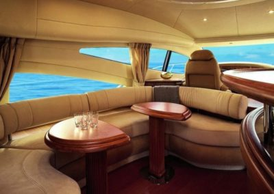 68 Azimut yacht salon lounge