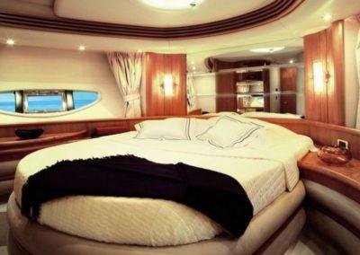 68 Azimut yacht guest cabin