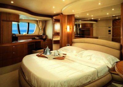 68 Azimut yacht master stateroom
