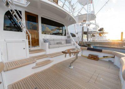70 Hatteras sportfish yacht fishing rods holder