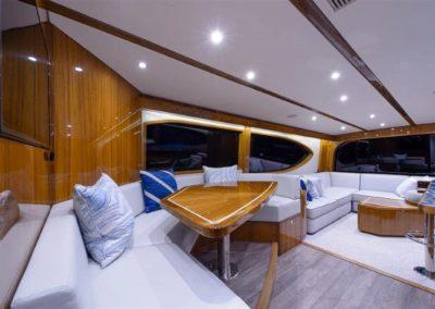 70 Hatteras sportfish yacht dinette