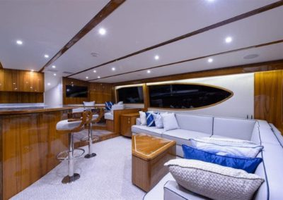 70 Hatteras sportfish yacht coffe lounge