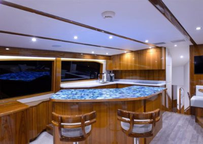 70 Hatteras sportfish yacht dining