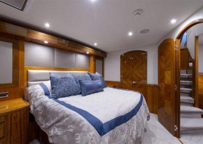 70 Hatteras sportfish yacht master cabin