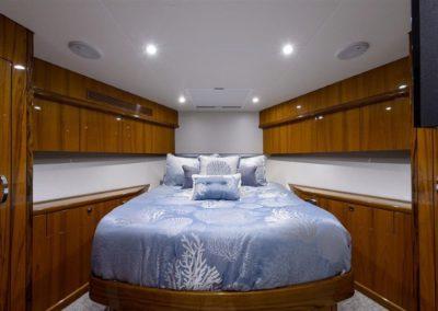 70 Hatteras sportfish yacht guest cabin