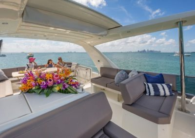 70 Prestige yacht flybridge outdoor seating