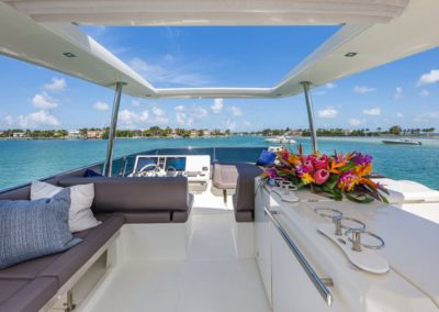 70 Prestige yacht flybridge bar